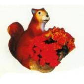Eichhörnchen mit Pflanzkasten