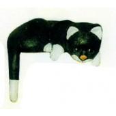 Katze liegend an Kante