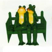 grünes Froschpaar sitzend auf Bank