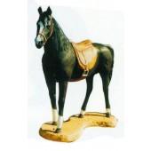 hübsches großes Pferd mit Sattel