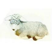 kleine liegendes wolliges Schaf