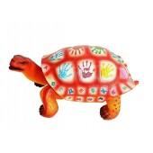 Bunte Schildkröte mit kyrillischem Alphabet und Ziffern zum Sitz