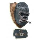 Gorillakopf mit Zigarre und *No Smoking*Schild