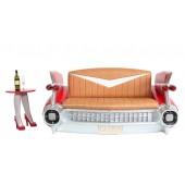 Sofa Cadillac Rot mit braunem Polster und Zeitschriften und Getr