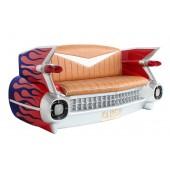 Sofa Cadillac Rot mit blauen Flammen und Zeitschriften und Geträ