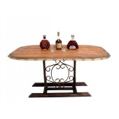 Holztisch auf Ständer