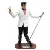 Elvis im weißen Jackett mit Mikro