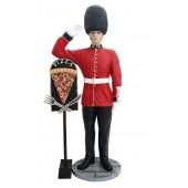 britischer Wächter mit PizzaTafel