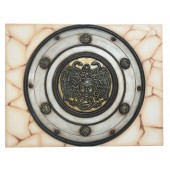 Antikes Mittelalterliches Schild mit Medusa Weiß Gold auf Mosaik