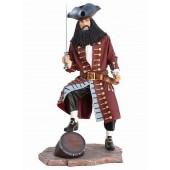 Pirat Blackbeard auf Weinfass