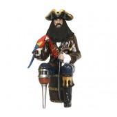 Pirat Blackbeard mit Papagei auf Weinfass