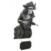Piratenskelett Oberkörper auf Kapitell mit Angebotsschild