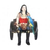 Piratenfrau auf Wagenbank