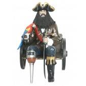 Pirat Blackbeard auf Wagenbank