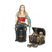 Blonde Piratenfrau auf Weinfass mit Schatztruhe