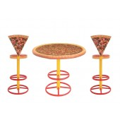 Pizzatisch und Pizzastühle hoch