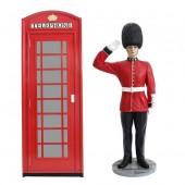 Telefonzelle und salutierender Wächter