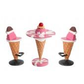 Eistisch Rosa mit Kirsche und Eissitze
