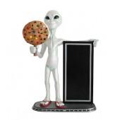 Alien mit Keks und Angebotstafel