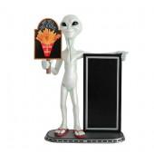 Alien mit Hühnchen und Pommes auf Tafel und Angebotstafel