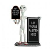 Alien mit kleiner und großer Angebotstafel