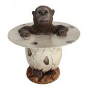 Orangutan im Ei Tisch
