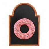 Donut rosa auf Angebotstafel