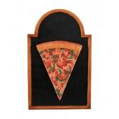 Pizzastück auf Angebotstafel