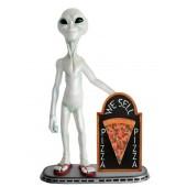 Alien mit Pizza auf Angebotstafel