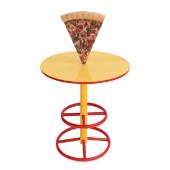 Tisch mit Pizza auf großem Ständer