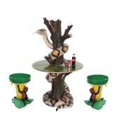 Schlange auf Baumstamm Tisch und Bananenhocker