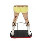 Männerbeine mit gelben Boxershorts Barhocker