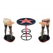 Hollywoodtisch mit Frauenbeinen Barhockern Variante 2