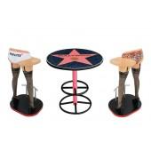 Hollywoodtisch mit Frauenbeinen Barhockern Variante 3
