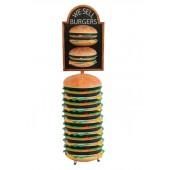 2 Burger auf Angebotstafel auf riesigem Burger