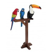 Tukan und 2 Papageien auf Holzständer