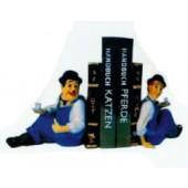 Dick und Doof als Buchstützen machen Pause