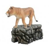 Löwin stehend