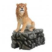 Löwe sitzend