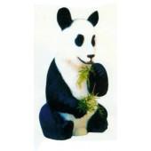 Pandabär sitzt und isst Bambus