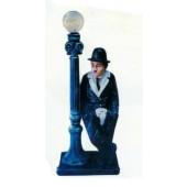 Charlie Chaplin an Laterne mittel