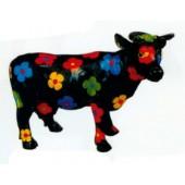 kleine schwarze Kuh mit bunten Blüten