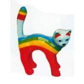 kleines Kätzchen bemalt mit Regenbogen