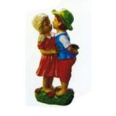 kleines Mädchen mit Junge Küssend auf Rosenwiese