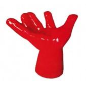 große rote Hand als Sitzmöglichkeit