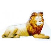 lebensgroßer liegender Löwe mit Barthaaren