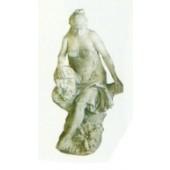 antike Frau sitzend auf Baumstumpf