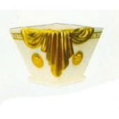 Gold verziertes Gefäß quadratisch
