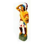 muskulöser Indianer hält Ausschau