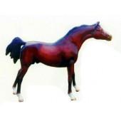 braunes Rennpferd mit langgestrecktem Hals